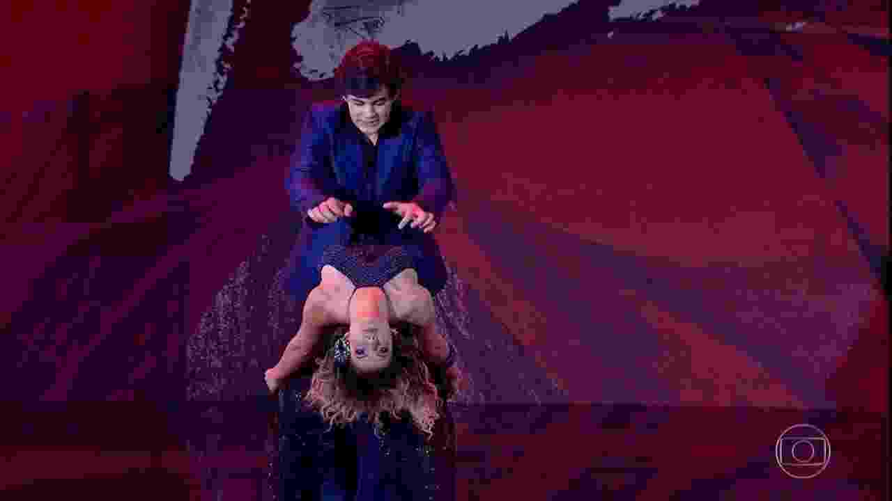 Lucas Veloso e Nathália Melo receberam a nota máxima dos jurados e do público. O ator foi a surpresa da estreia com vários passos difíceis e swing na coreografia - Reprodução/TV GLOBO