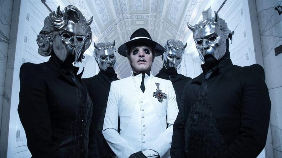 O novo Ghost, com o Cardinal Copia ao centro e agora uma máscara diferente para sua baixista - Divulgação