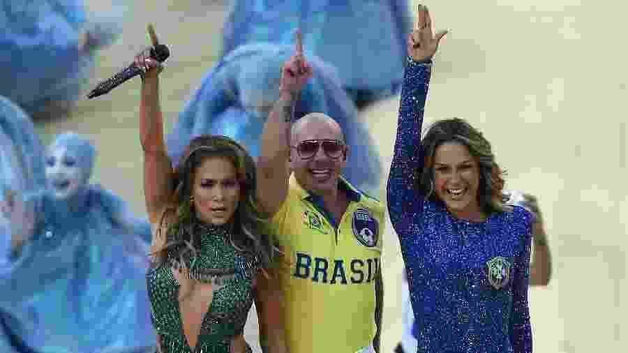 Jennifer Lopez, Pitbull e Claudia Leitte, o trio que gravou a música oficial da Copa de 2014, disputada no Brasil - Pedro Ugarte/AFP Photo