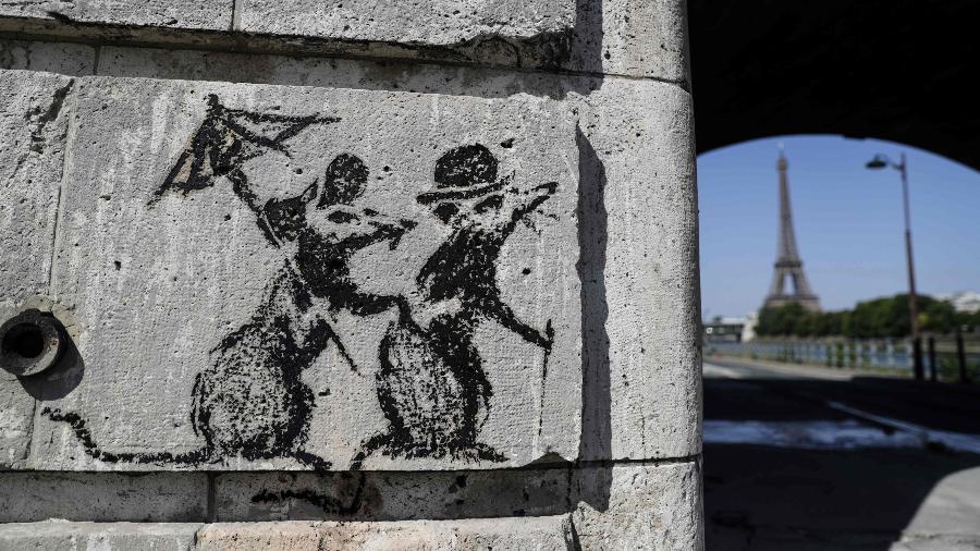 Obra de Banksy em Paris homenageia a Revolução Estudantil de Maio de 1968 - AFP