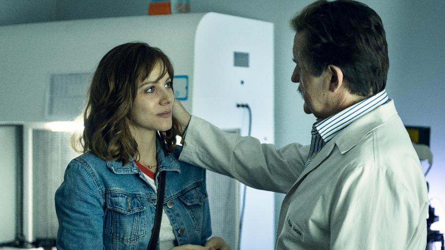 """Elisa Volpatto e Antonio Calloni em cena da série """"Assédio"""" - Ramón Vasconcelos/Globo"""
