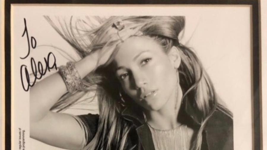 A foto compartilhada pelo namorado de Jennifer Lopez com o autógrafo e a dedicatória da cantora  - Reprodução/Instagram/@arod