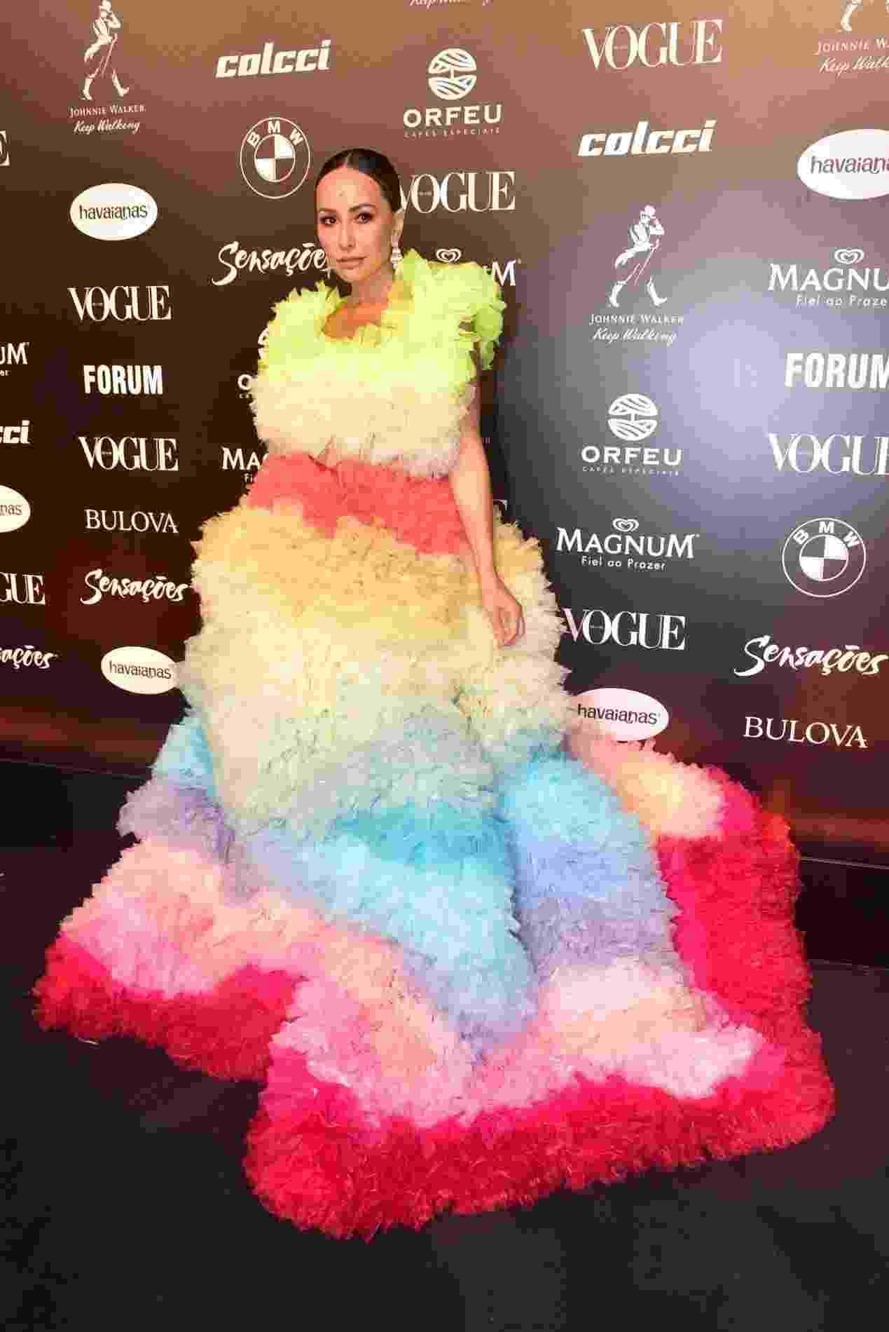 Sabrina Sato usa vestidão supercolorido para ir ao Baile da Vogue 2019, em São Paulo - Thiago Duran e Leo Franco/AgNews