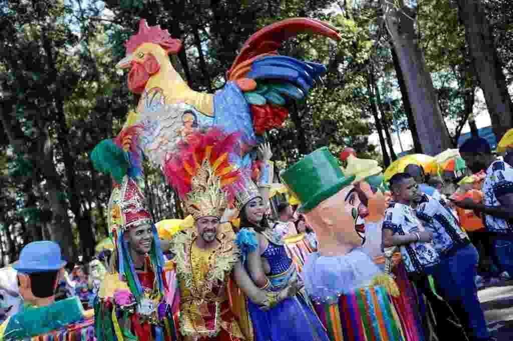 Galo da Madrugada já toma conta do Ibirapuera e, além das tradições de Pernambuco, traz réplica do galo, com 4,5 metros de altura - Marcelo Justo/UOL