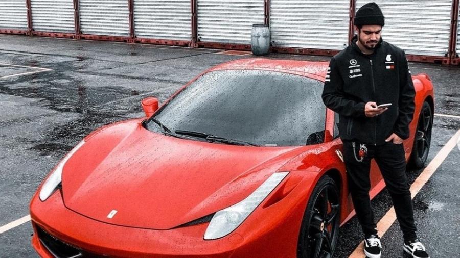 Caio Castro posa com sua Ferrari 458 Spider 2015; esportivo italiano vai ganhar mais desempenho e novo visual por R$ 350 mil - Instagram
