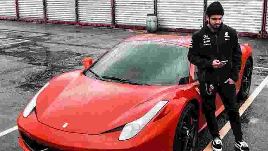 Caio Castro com sua Ferrari 458 Spider - Instagram
