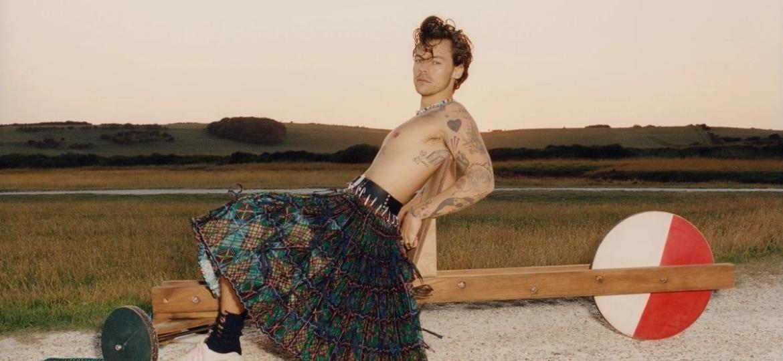 """Harry Style em ensaio fotográfico para a revista """"Vogue"""" norte-americana, em que o foi o primeiro homem a estampar a capa da publicação na história - Tyler Mitchell/Vogue"""