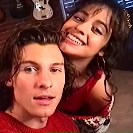 """Shawn Mendes e Camila Cabello no clipe de """"The Christmas Song"""" - Reprodução/YouTube"""