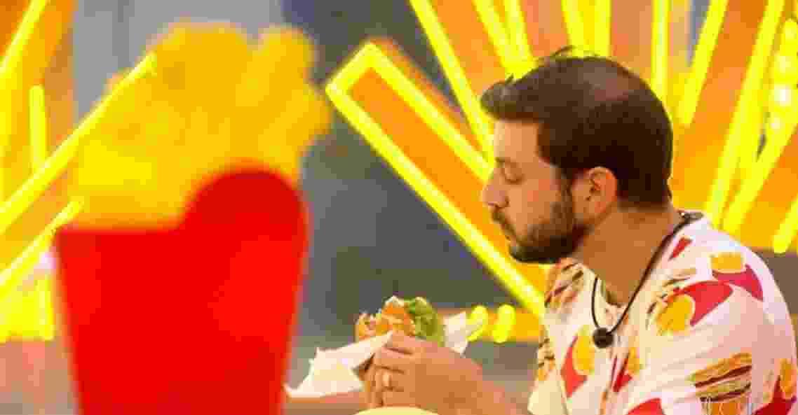 BBB 21: Caio aproveita sanduíche - Reprodução/ Globoplay
