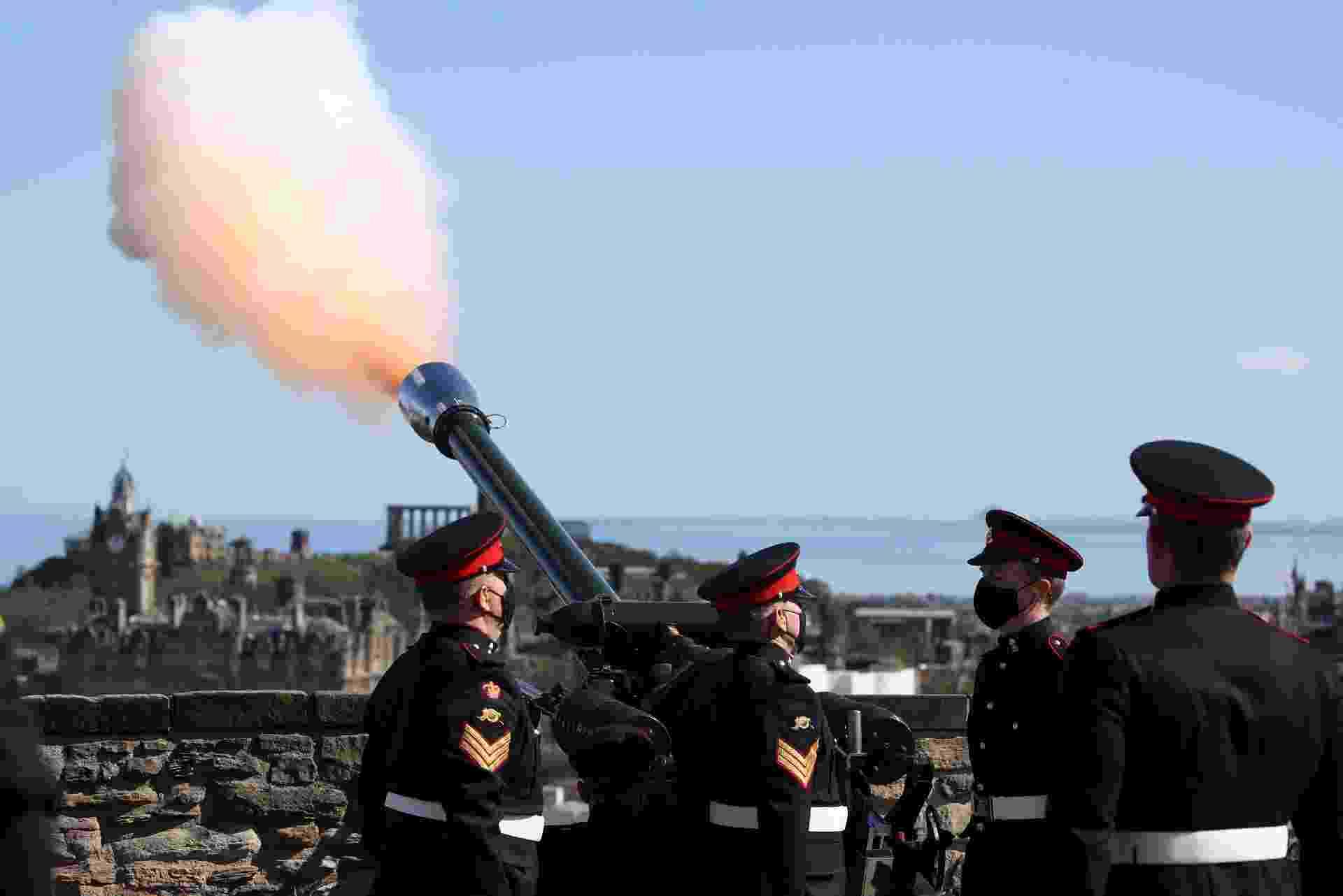 Salvas de tiros e de artilharia foram disparadas no Reino Unido neste sábado (10) para marcar a morte do príncipe Philip - Reuters