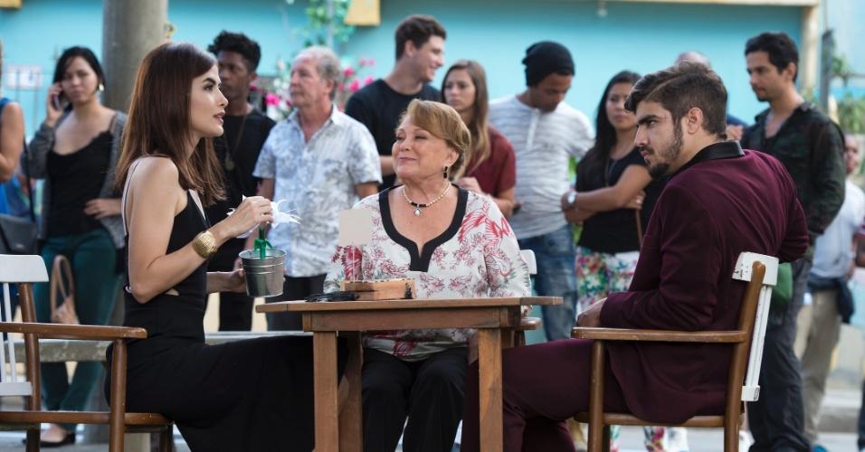 Na cena com Margot (Maria Casadevall) e Grego (Caio Castro), Izabelita (Nicette Bruno) pede que ela cuide bem de sua bisneta, que se chamará Maria