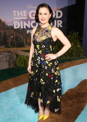 """Anna Paquin na première de """"The Good Dinosaur""""; look fez internautas a chamarem de """"gorda"""" e falarem que ela parece grávida - Getty Images"""