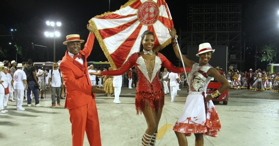 25.jan.2016 - O Salgueiro cruzou a Sapucaí na noite deste domingo (24) para uma prévia do que vai apresentar no Carnaval. Ludmilla, que é musa da escola, chamou atenção do público. Em suas redes sociais, a cantora fez um agradecimento aos fãs