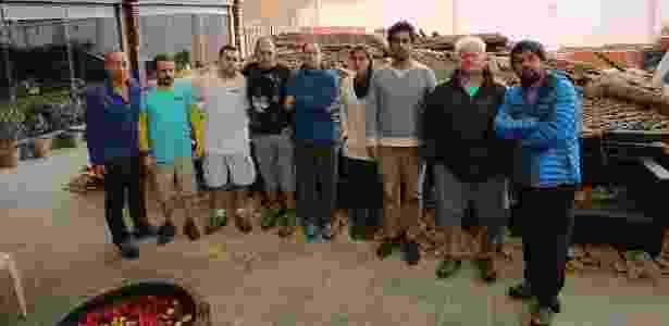 """Equipe do """"Planeta Vermelho"""" durante a cobertura do terremoto no Nepal - Divulgação/TV Globo"""