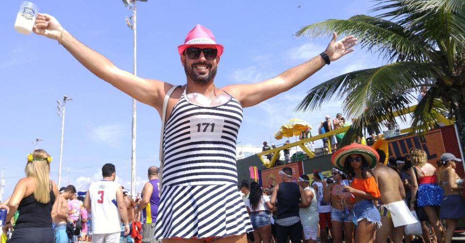 6.fev.2016 - Folião comparece ao bloco Carrossel de Emoções, na Barra da Tijuca, durante o Carnaval do Rio de Janeiro