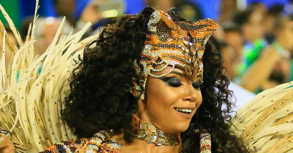 9.fev.2016 - Evelyn Bastos, a rainha de bateria da Mangueira