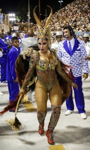 13.fev.2016 - A rainha de bateria da Portela Patrícia Nery