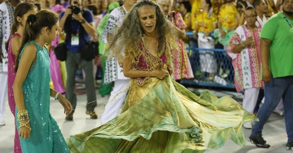 13.fev.2016 - Maria Bethânia encerra com chave de ouro o Desfile das Campeãs do Rio de Janeiro
