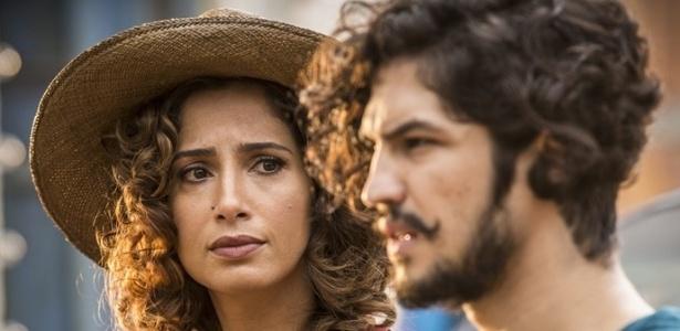 Tereza (Camila Pitanga) quer evitar romance proibido do filho, Miguel (Gabriel Leone) - Reprodução/GShow