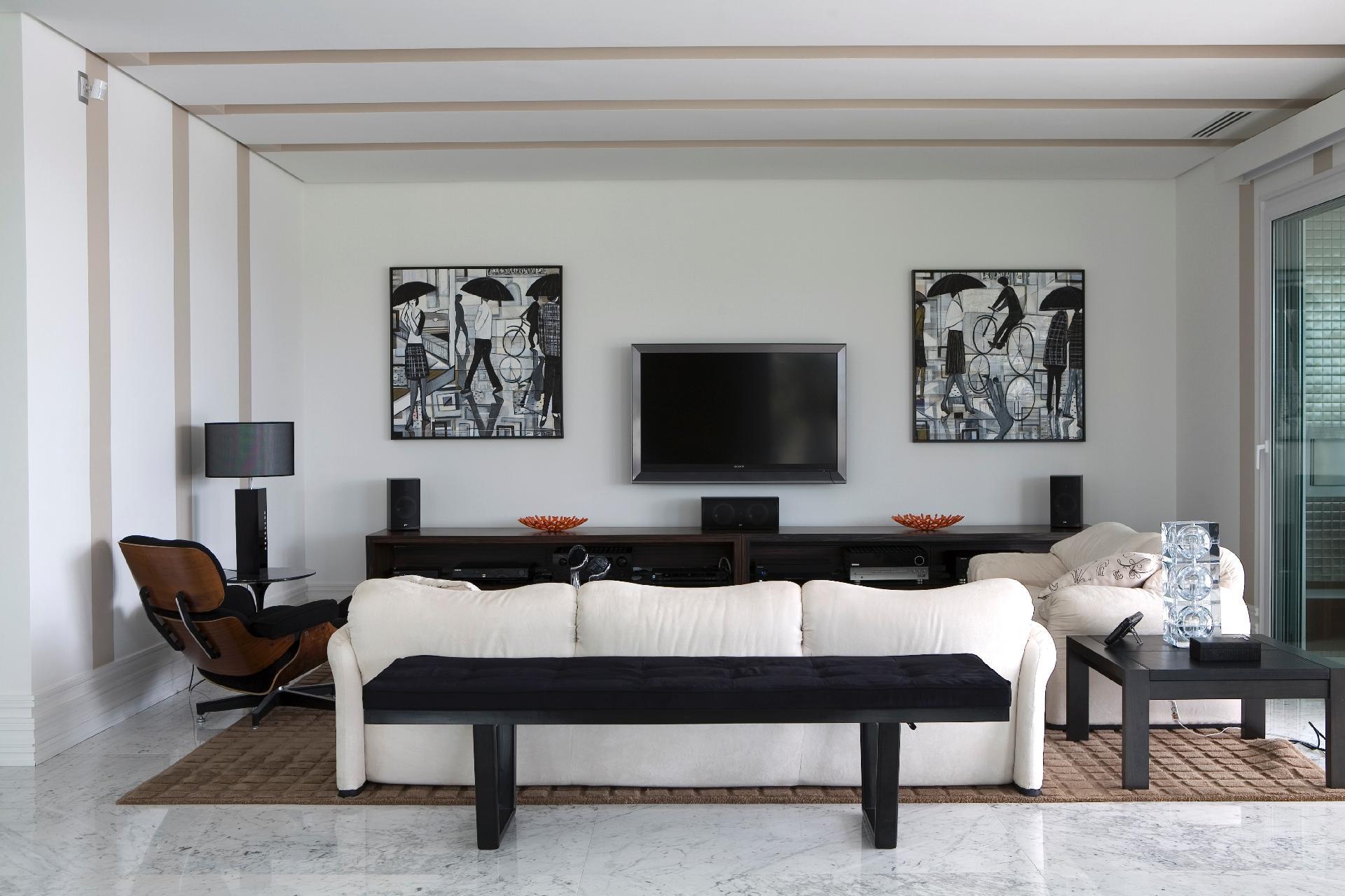 Em tons neutros, a sala de estar é um dos ambientes que compõem o living 42d8e459cd