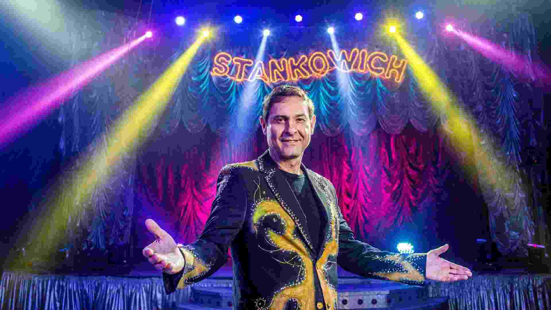 20.jan.2016 - Marlon Stankowich junto com o irmão Márcio fazem parte da sexta geração de artistas circenses no comando das duas unidades do circo Stankowich - Ricardo Matsukawa/UOL