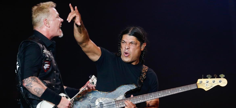 """A banda Metallica encerrou o primeiro dia no palco Skol, do Lollapalooza, com várias faixas de seu novo disco """"Hardwired? To Self Destruct"""" - Alexandre Schneider/UOL"""