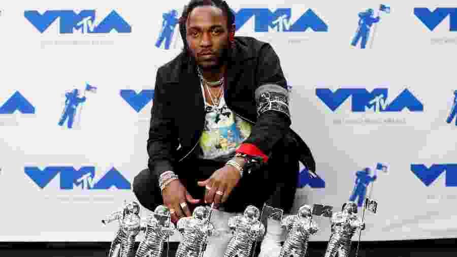 Kendrick Lamar exibe prêmios do VMA 2017 - Danny Moloshok/Reuters