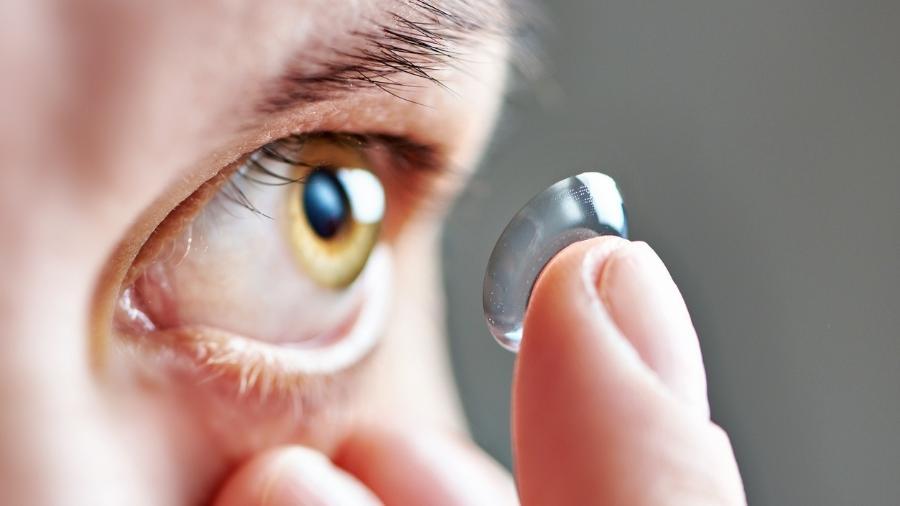 2850304abbe46 Os erros mais comuns ao usar lentes de contato e como evitá-los - 01 ...