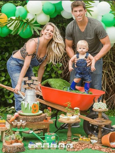 Karina Bacchi com o filho, Enrico, e o namorado, Amaury Nunes - Reprodução/Instagram