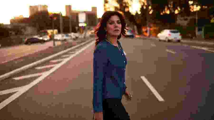 """A cantora Paula Santisteban lança o videoclipe de """"Enquanto Não Passar"""" - Bob Wolfenson"""