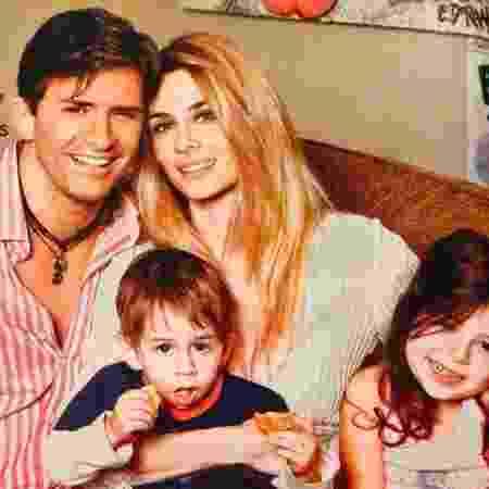 Dr. Rey com a mulher e os filhos; os dois são casados há cerca de 19 anos - Reprodução/Instagram - Reprodução/Instagram