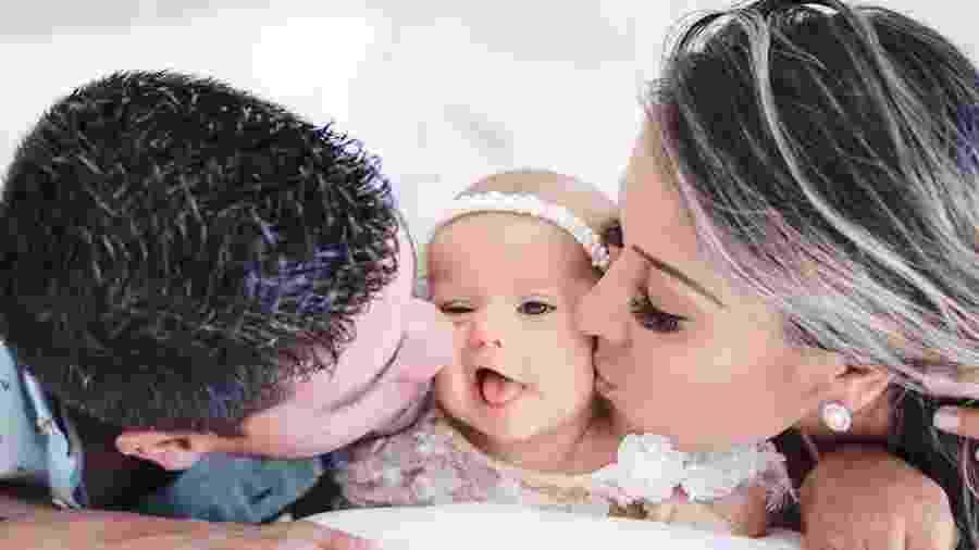 Arthur Aguiar e Mayra Cardi paparicam a filha, Sophia - Reprodução/Instagram