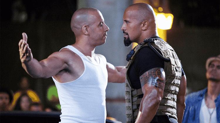"""Vin Diesel e Dwayne """"The Rock"""" Johnson em cena de """"Velozes & Furiosos 5: Operação Rio"""" - Reprodução - Reprodução"""