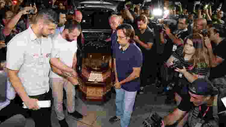 Corpo de Ricardo Boechat chega ao velório no MIS - Deividi Correa / AgNews - Deividi Correa / AgNews