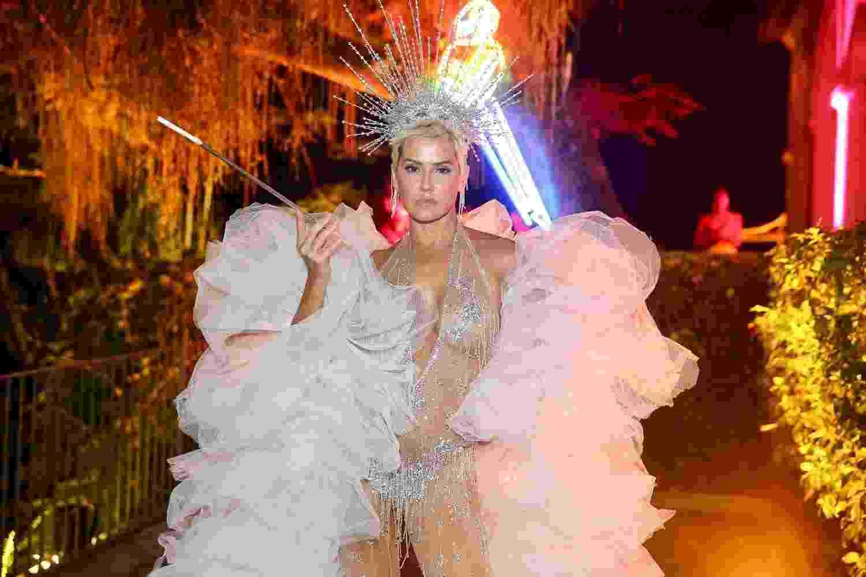 Musa do Baile do Arara, Deborah Secco usa transparência para curtir o evento de Carnaval no Rio - Manuela Scarpa/Brazil News