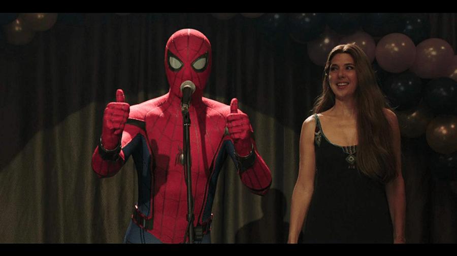 Tom Holland  e Marisa Tomei em cena de Homem-Aranha: Longe de Casa - Reprodução