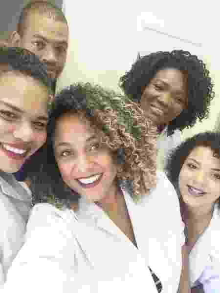 A equipe da clínica de estética está criando tratamento para pele do homem negro - Divulgação