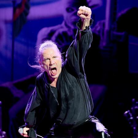Bruce Dickinson vibra durante show do Iron Maiden no estádio do Morumbi, em São Paulo, em 2019 - Manuela Scarpa/UOL