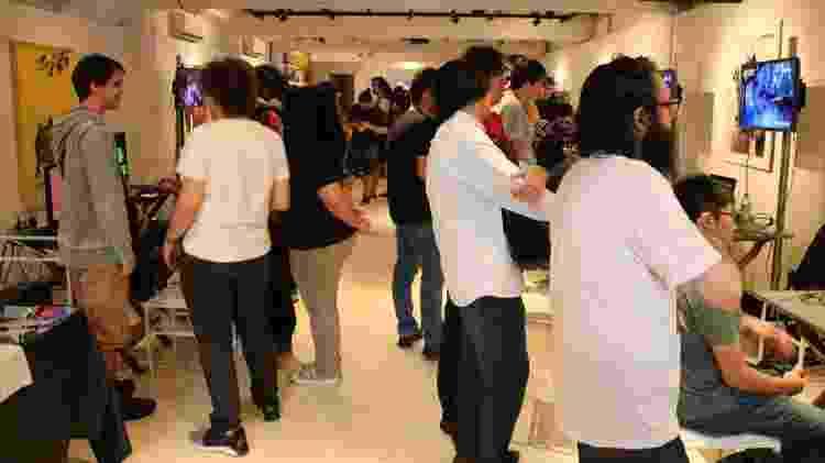 Público do Firmeza podia conferir os jogos em exposição - Giovanna Breve/UOL