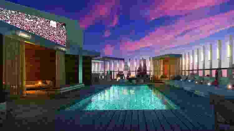 O deck na cobertura do Hotel Zena, que será inaugurado na primavera de 2020 - Divulgação