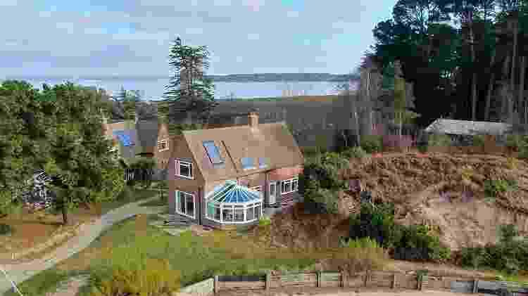 Um dos chalés da ilha britânica Round Island  - Reprodução/Albury&Hall - Reprodução/Albury&Hall