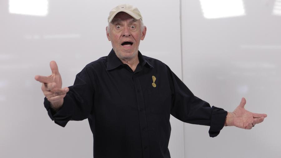 Narrador de 86 anos já tomou as duas doses da vacina e explicou tratar-se de um equipamento para apneia do sono - Divulgação/Rete TV