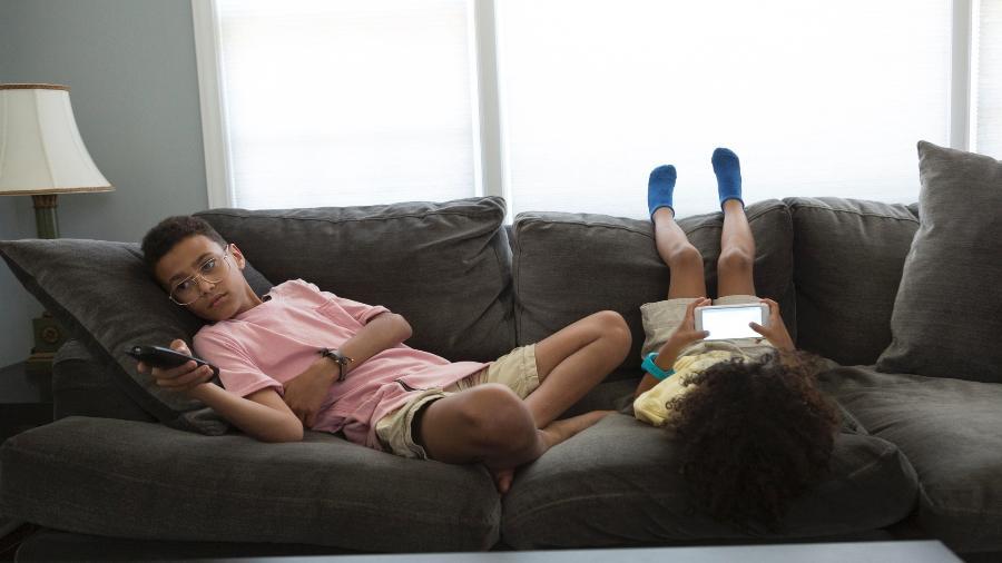 Com o isolamento social, o ideal é criar uma rotina de atividades com as crianças e adolescentes - Patrick Heagney