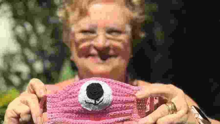 A comerciante Rita Vloet Rocha ensina em lives a fazer máscaras de crochê para crianças - Arquivo Pessoal