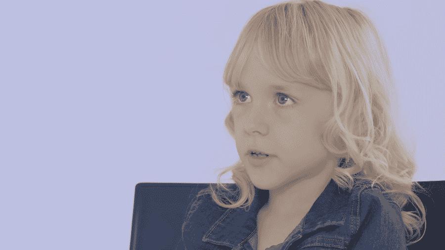 """A atriz Kai Shappley, que aparece na série """"Clube das Babás"""", da Netflix - Reprodução/YouTube"""