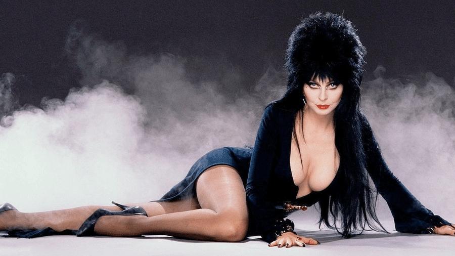Cassandra Peterson, atriz que interpretou Elvira, revelou que está em um relacionamento com outra mulher há 19 anos - Reprodução