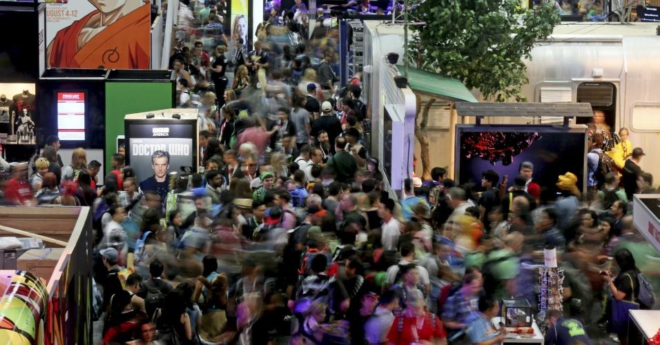 9.jul.2015 - Público caminha pelos stands dos expositores da San Diego Comic-Con 2015