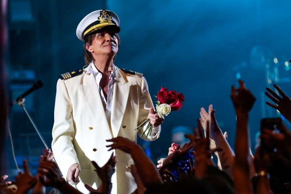 20.jan.2015 - Ao final do show, usando seu tradiocional 'cap' de marinheiro, o