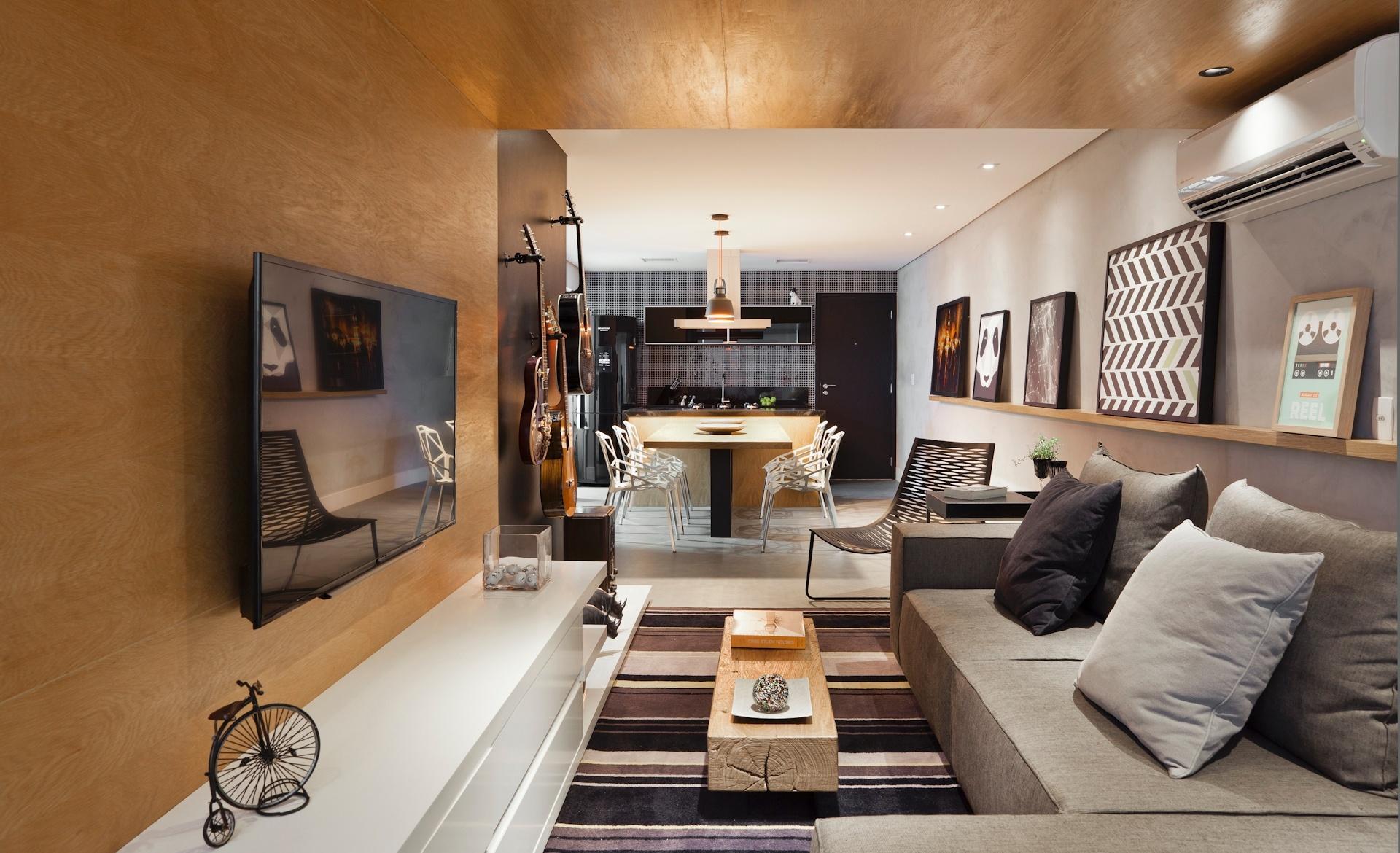 O apartamento do rapaz tem uma atmosfera urbana e masculina, com destaque para a combinação de superfícies cinzas, que remetem ao concreto, com os painéis de carvalho americano. O projeto de interiores foi realizado pelos arquitetos do escritório Conrado Ceravolo, em São Paulo