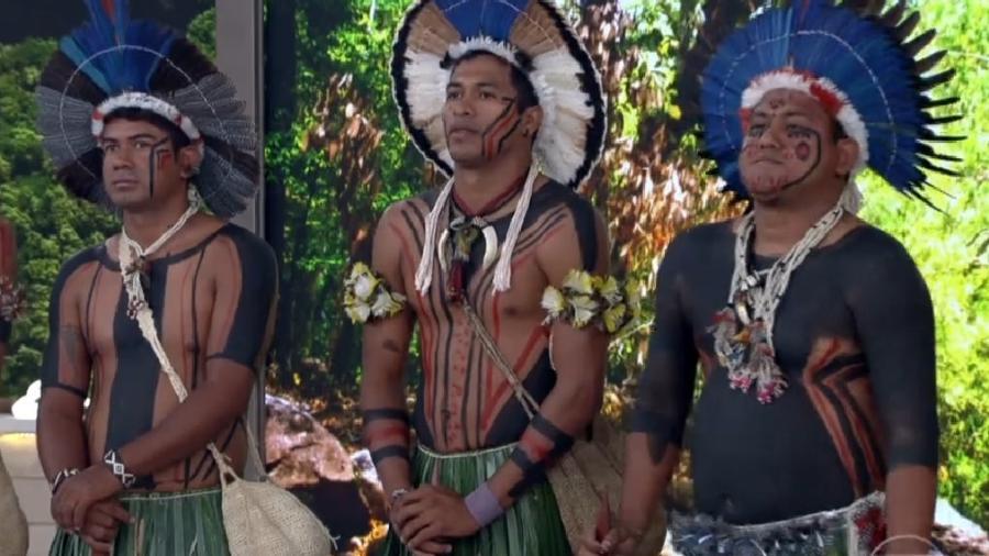 Índios da tribo fulni-ô fazem ritual para Fátima Bernardes e a família dela - Reprodução/TV Globo